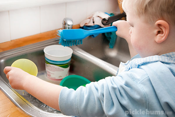 Simple Water Play - Washing Dishes. - Picklebums