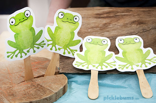 Five green and speckled frogs - printable puppets