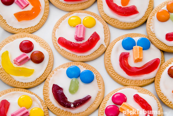 Face cookies - a quick and easy, no bake, treat the kids can make.
