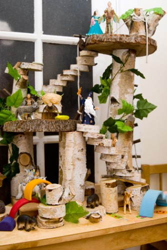 make a tree house dolls house
