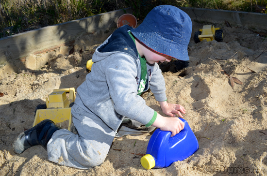 make a sand scoop
