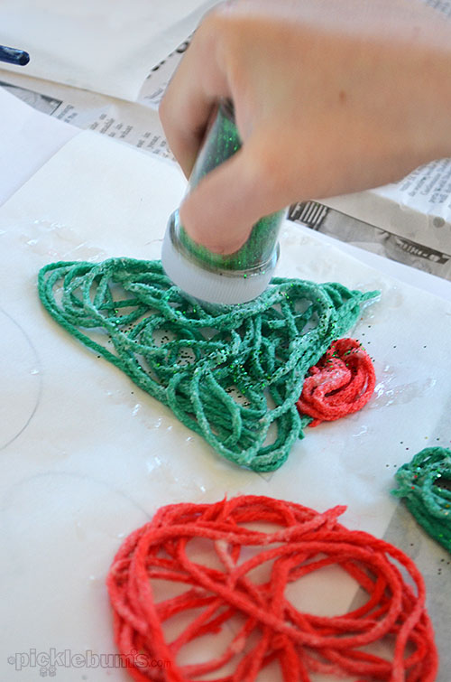 Make some gluey Christmas decoration - messy, but easy homemade decorations!