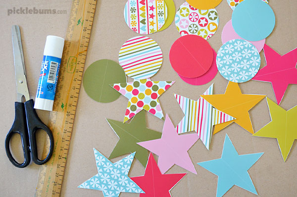 Making folded paper christmas decorations