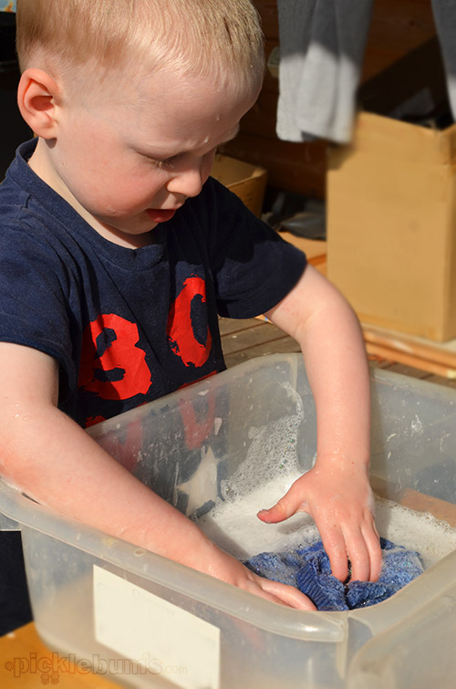 Five Easy Alternatives to a Water Table - Plastic Tubs