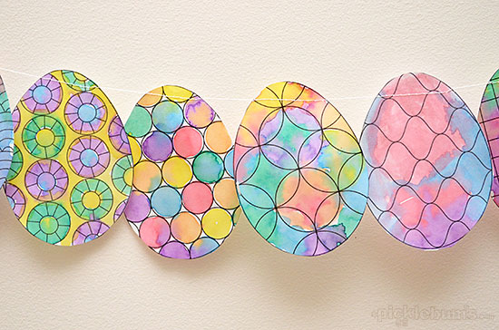 Make an Easy Easter Decoration - free printable egg to colour/paint