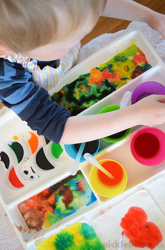 Eye Dropper Activity Tray - fine motor, art and science rolled into one fab activity!