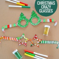 Free Printable: Christmas Glasses! Have fun making these free printable glasses and get in the Christmas spirit!