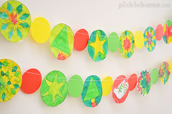 Make an easy Christmas garland with this free printable.