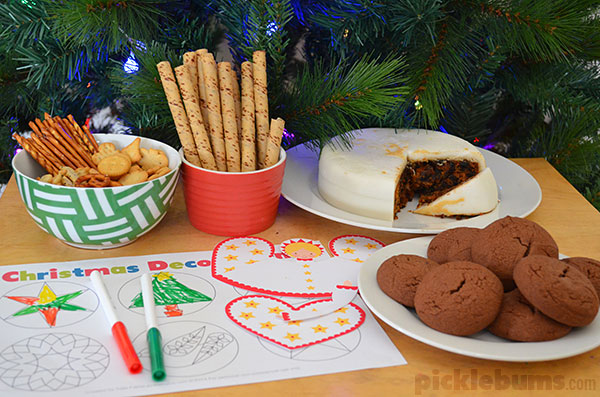 Host a 'craft your own' decoration party and try some of these free printable Christmas decoration ideas!