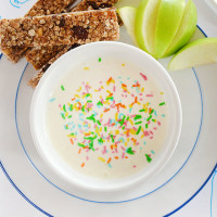 Apple and cinnamon muesli sticks with sweet Greek yoghurt dip - the perfect after school snack!