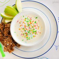 Apple and cinnamon muesli sticks with sweet Greek yoghurt dip - the perfect after school snack!