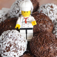 Easy Chocolate Cookie Balls – two ways!