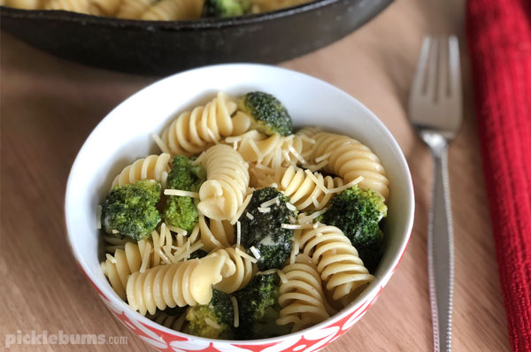 Broccoli and garlic pasta - a quick and easy family meal idea